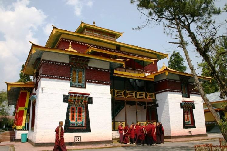 Gangtok Enchey Monastery with Monchs xxx.jpg